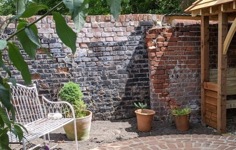 A Guide to Walled Gardens