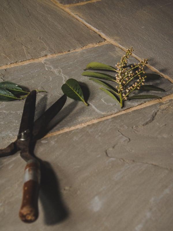 Antique Fieldmoor Sandstone Paving Slabs | Westminster Stone